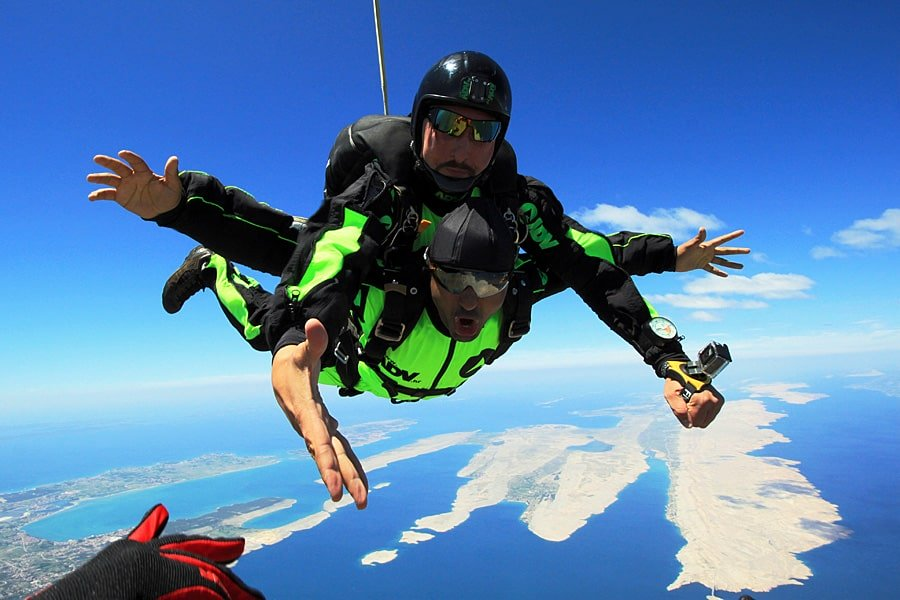Tandem-skydiving-with-camerman.jpg