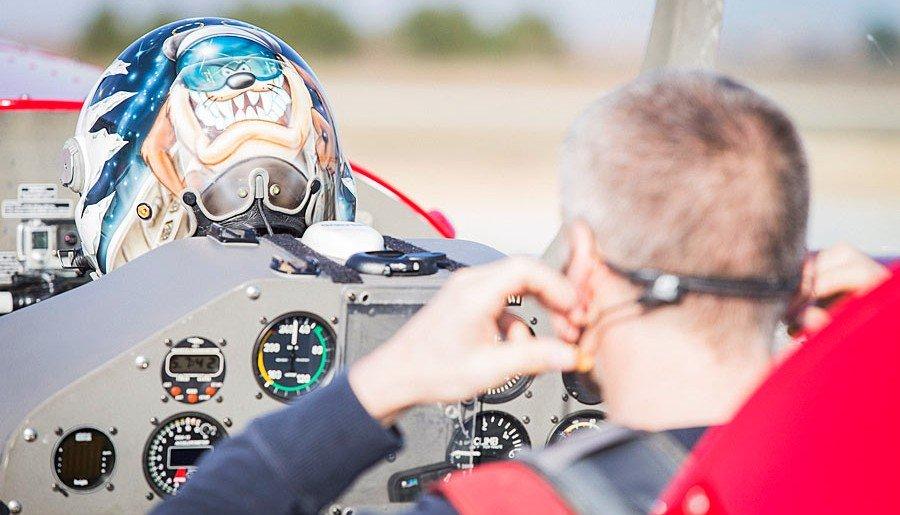 Prepearing-for-aerobatic-flight-e1455907006524.jpg