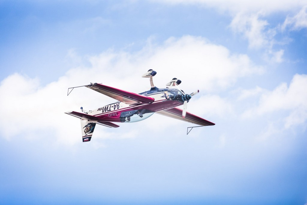Aerobatics-inverted-flight-min-1024x683.jpg